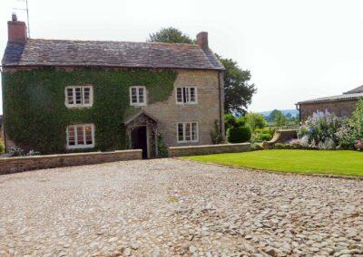 court-farm-house-bed-breakfast-cardington-shropshire